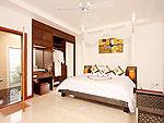 プーケット ファミリー&グループのホテル : タマリンド ヴィラ プーケット(Tamarind Villa Phuket)の3ベッドルームルームの設備 Master Bedroom