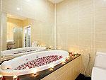 プーケット ファミリー&グループのホテル : タマリンド ヴィラ プーケット(Tamarind Villa Phuket)の3ベッドルームルームの設備 Bathroom