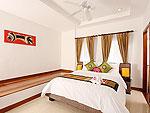 プーケット ファミリー&グループのホテル : タマリンド ヴィラ プーケット(Tamarind Villa Phuket)の4ベッドルームルームの設備 Master Bedroom