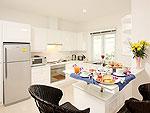 プーケット ファミリー&グループのホテル : タマリンド ヴィラ プーケット(Tamarind Villa Phuket)の4ベッドルームルームの設備 Kitchen