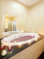 プーケット ファミリー&グループのホテル : タマリンド ヴィラ プーケット(Tamarind Villa Phuket)の4ベッドルームルームの設備 Bathroom