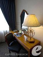 バンコク カップル&ハネムーンのホテル : タワナ バンコク(Tawana Bangkok)のスーペリア トリプルルームの設備 Writing Desk