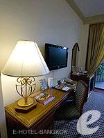 バンコク カップル&ハネムーンのホテル : タワナ バンコク(Tawana Bangkok)のデラックスルームの設備 Writing Desk