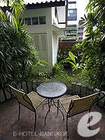 バンコク カップル&ハネムーンのホテル : タワナ バンコク(Tawana Bangkok)のデラックスルームの設備 Balcony