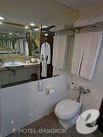 バンコク カップル&ハネムーンのホテル : タワナ バンコク(Tawana Bangkok)のデラックスルームの設備 Bath Room