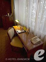 バンコク カップル&ハネムーンのホテル : タワナ バンコク(Tawana Bangkok)のジュニア スイートルームの設備 Writing Desk