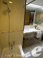 バンコク カップル&ハネムーンのホテル : タワナ バンコク(Tawana Bangkok)のジュニア スイートルームの設備 Bathroom