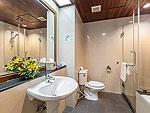 プーケット 5,000~10,000円のホテル : タラ パトン ビーチ リゾート&スパ(Thara Patong Beach Resort & Spa)のグランド タマリンド スイート プールアクセスルームの設備 Bath Room