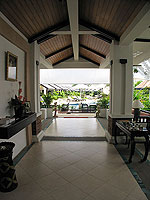 Entrance / Access Resort & Villas, หาดกะรน