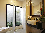プーケット ファミリー&グループのホテル : アクセス リゾート & ヴィラ(Access Resort & Villas)のプールアクセス デラックス ツイン(ブルーウィング)ルームの設備 Bath Room
