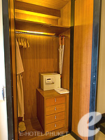 プーケット インターネット接続(無料)のホテル : ザ アスパシア プーケット(The Aspasia Phuket)のデラックス グランド ガーデンルームの設備 Closet