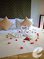 プーケット インターネット接続(無料)のホテル : ザ アスパシア プーケット(The Aspasia Phuket)のデラックスガーデンシービュールームの設備 Bed Room