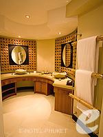 プーケット カタビーチのホテル : ザ アスパシア プーケット(The Aspasia Phuket)のデラックスガーデンシービュールームの設備 Bath Room