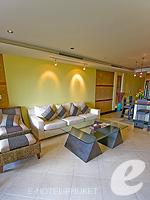 プーケット インターネット接続(無料)のホテル : ザ アスパシア プーケット(The Aspasia Phuket)の1ベッドルームシービュースイートルームの設備 Living Room