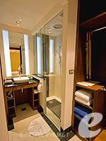 プーケット インターネット接続(無料)のホテル : ザ アスパシア プーケット(The Aspasia Phuket)の1ベッドルームシービュースイートルームの設備 Bath Room