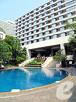 Swimming Pool : The Bayview Pattaya, Ocean View Room, Phuket