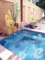 Jacuzzi : The Bayview Pattaya, Ocean View Room, Phuket