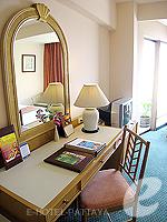 パタヤ サウスパタヤのホテル : ザ ベイビュー パタヤ(The Bayview Pattaya)のデラックス ガーデン ビュー(シングル)ルームの設備 Desk
