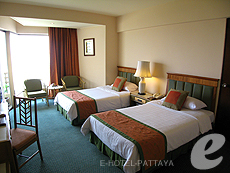 パタヤ サウスパタヤのホテル : ザ ベイビュー パタヤ(1)のお部屋「デラックス シービュー (ツイン/ダブル)」
