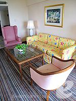 パタヤ サウスパタヤのホテル : ザ ベイビュー パタヤ(The Bayview Pattaya)のテーマ スイートルームの設備 Sofa set