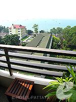 パタヤ サウスパタヤのホテル : ザ ベイビュー パタヤ(The Bayview Pattaya)のテーマ スイートルームの設備 Balcony