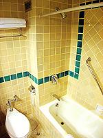 パタヤ サウスパタヤのホテル : ザ ベイビュー パタヤ(The Bayview Pattaya)のテーマ スイートルームの設備 Bath Room
