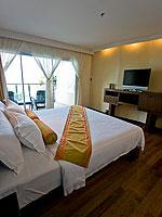 プーケット プールアクセスのホテル : ザ ブリス サウス ビーチ パトン(The Bliss South Beach Patong)のデラックス スイートルームの設備 Bedroom