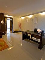 プーケット プールアクセスのホテル : ザ ブリス サウス ビーチ パトン(The Bliss South Beach Patong)のデラックス スイートルームの設備 Living Room