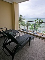 プーケット プールアクセスのホテル : ザ ブリス サウス ビーチ パトン(The Bliss South Beach Patong)のデラックス スイートルームの設備 Balcony