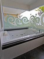 プーケット パトンビーチのホテル : ザ ブリス サウス ビーチ パトン(The Bliss South Beach Patong)のデラックス スイートルームの設備 Bath Room