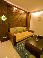 プーケット プールアクセスのホテル : ザ ブリス サウス ビーチ パトン(The Bliss South Beach Patong)のプール スイートルームの設備 Living Room