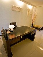 プーケット プールアクセスのホテル : ザ ブリス サウス ビーチ パトン(The Bliss South Beach Patong)のプール スイートルームの設備 Desk