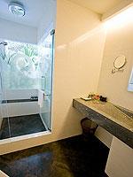 プーケット パトンビーチのホテル : ザ ブリス サウス ビーチ パトン(The Bliss South Beach Patong)のプール スイートルームの設備 Bath Room