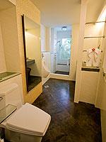プーケット プールアクセスのホテル : ザ ブリス サウス ビーチ パトン(The Bliss South Beach Patong)のプール スイートルームの設備 Bath Room