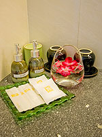 プーケット プールアクセスのホテル : ザ ブリス サウス ビーチ パトン(The Bliss South Beach Patong)のプール スイートルームの設備 Bath Amenities