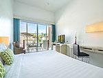 プーケット ファミリー&グループのホテル : ザ ブリーザ ビーチ リゾート カオラック(The Briza Beach Resort Khao Lak)のデラックス プールビュールームの設備 Balcony