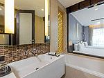 プーケット パトンビーチのホテル : ザ チャーム リゾート プーケット(The Charm Resort Phuket)のデラックスルームの設備 Bath Room