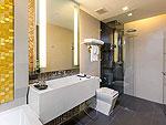 プーケット パトンビーチのホテル : ザ チャーム リゾート プーケット(The Charm Resort Phuket)のジュニアスイート プール アクセスルームの設備 Bath Room