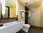 プーケット パトンビーチのホテル : ザ チャーム リゾート プーケット(The Charm Resort Phuket)のジュニア スイートルームの設備 Bath Room