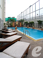 PoolsideThe City Hotel Sriracha