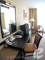 パタヤ シラチャーのホテル : ザ シティー ホテル シラチャ(The City Hotel Sriracha)のスーペリア(シングル)ルームの設備 Writing Desk
