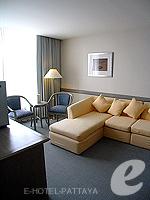 パタヤ シラチャーのホテル : ザ シティー ホテル シラチャ(The City Hotel Sriracha)のジュニア スイート(ツイン)ルームの設備 Living Room