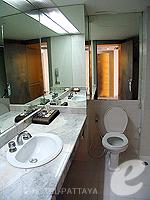 パタヤ シラチャーのホテル : ザ シティー ホテル シラチャ(The City Hotel Sriracha)のジュニア スイート(ツイン)ルームの設備 Bath Room