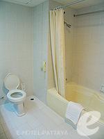パタヤ シラチャーのホテル : ザ シティー ホテル シラチャ(The City Hotel Sriracha)のコーナー スイート (シングル)ルームの設備 Bath Room