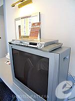 パタヤ シラチャーのホテル : ザ シティー ホテル シラチャ(The City Hotel Sriracha)のコーナー スイート (ツイン)ルームの設備 TV