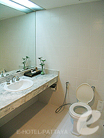 パタヤ シラチャーのホテル : ザ シティー ホテル シラチャ(The City Hotel Sriracha)のコーナー スイート (ツイン)ルームの設備 Bath Room