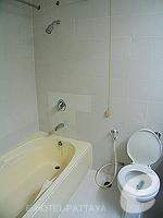 パタヤ シラチャーのホテル : ザ シティー ホテル シラチャ(The City Hotel Sriracha)のエグゼクティブ デラックス (シングル)ルームの設備 Bathroom