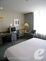 パタヤ シラチャーのホテル : ザ シティー ホテル シラチャ(The City Hotel Sriracha)のエグゼクティブ デラックス (ツイン)ルームの設備 Bedroom