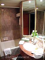 バンコク ファミリー&グループのホテル : ザ エメラルド ホテル(The Emerald Hotel)のデラックス ルームの設備 Desk