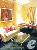 バンコク ファミリー&グループのホテル : ザ エメラルド ホテル(The Emerald Hotel)のジュニアスイートルームの設備 Living Area